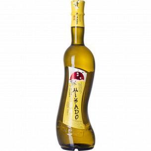 Напиток винный Mikado белая слива белое